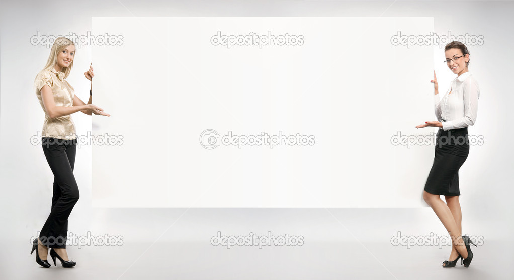 Businesspeople over an empty white board  — Stock Photo #4501034