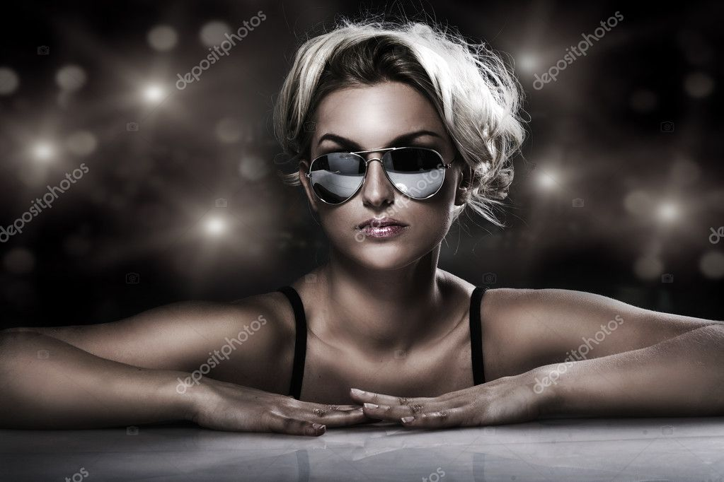 Studio shot of young blonde wearing stylish sunglasses  — Stock Photo #4505407