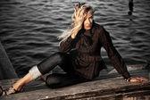 Foto de estilo de moda de uma jovem mulher — Foto Stock