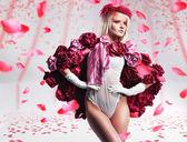 Beautiful blonde posing — Stock Photo
