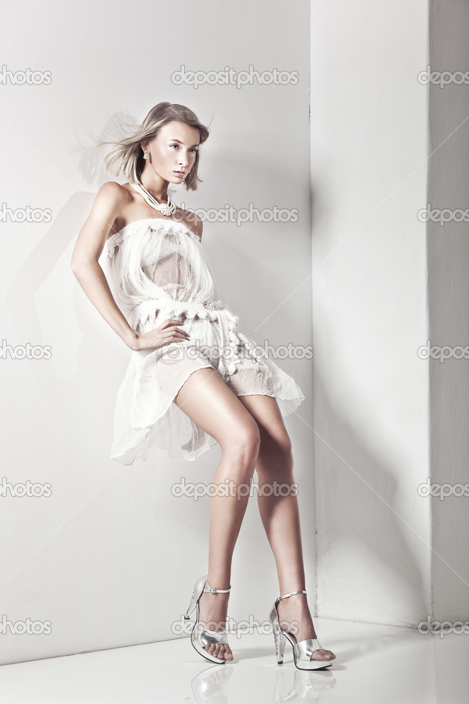 Attractive young blond beauty posing  — Stock Photo #4524291