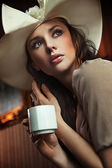 Portrait of a beautiful lady drinking afternoon coffee — 图库照片