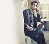 Young businessman talking over cellphone — Stock Photo