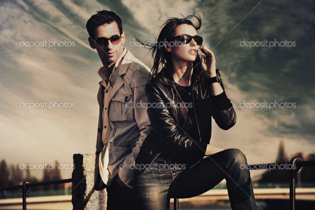 Attractive young couple wearing sunglasses  — Stock Photo #4578965