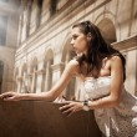 Gorgeous woman posing in a glamourous interior — Stock Photo