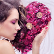 Portrait of a young beauty with rose heart — ストック写真