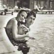 Young couple kissing in a swimming pool — Стоковое фото