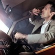Man in the car drinking - Stockfoto
