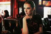 Mode kunst foto van een aantrekkelijke jonge brunette — Stockfoto