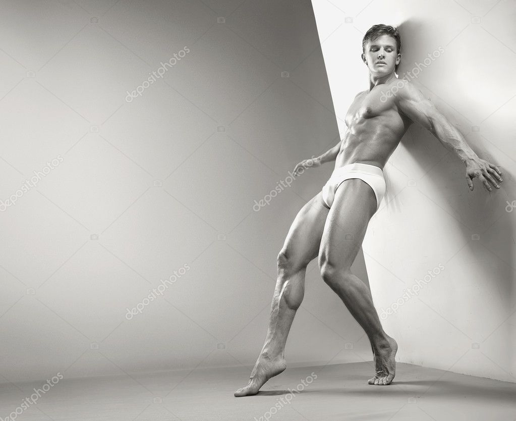 Handsome muscular guy in the studio  — Stock Photo #4580071