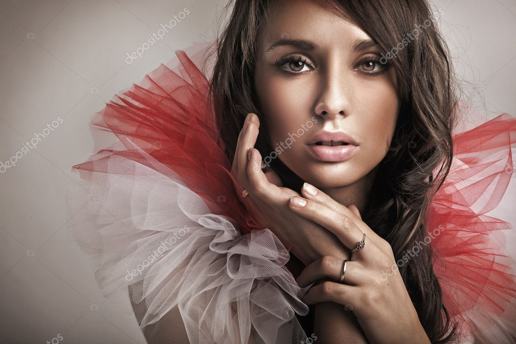 Portrait of a young brunette  — Stock Photo #4581307
