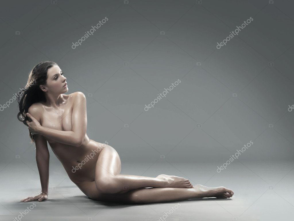 Young naked brunette posing — Stock Photo #4585642