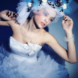 Young woman wearing wedding dress — Stockfoto