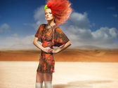 Fashionable woman in the desert — Stockfoto