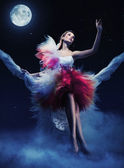 Ležící žena v noční scenérie — Stock fotografie