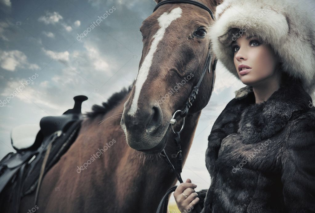 Nostalgic young brunette posing next to a horse  — Stock Photo #4594983
