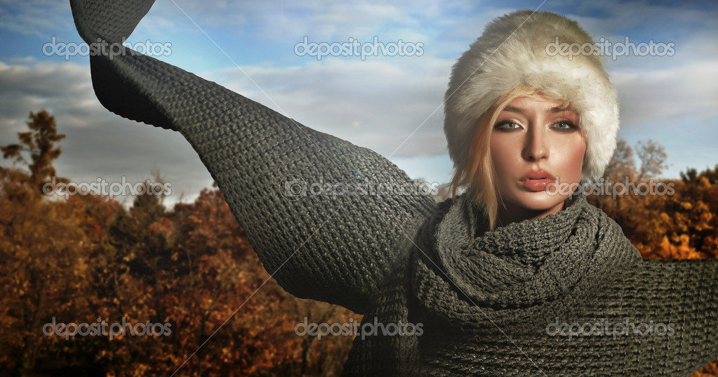 Autumn lady wearing big scarf  Foto de Stock   #4595045