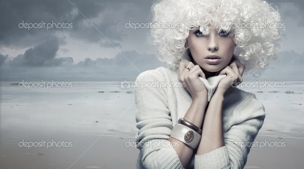 Vogue style photo of a stunning beauty — Stock Photo #4596213