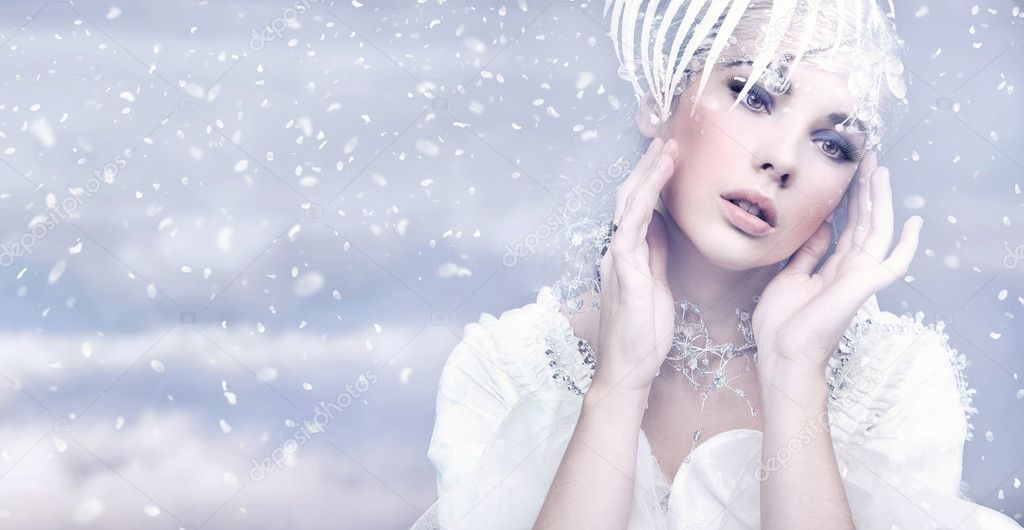 Beauty woman over winter background  — Stock Photo #4596582