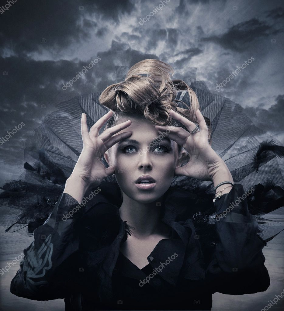 Vogue style photo of a gothic woman  — Stock Photo #4597268