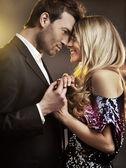 Jovem casal apaixonado — Foto Stock