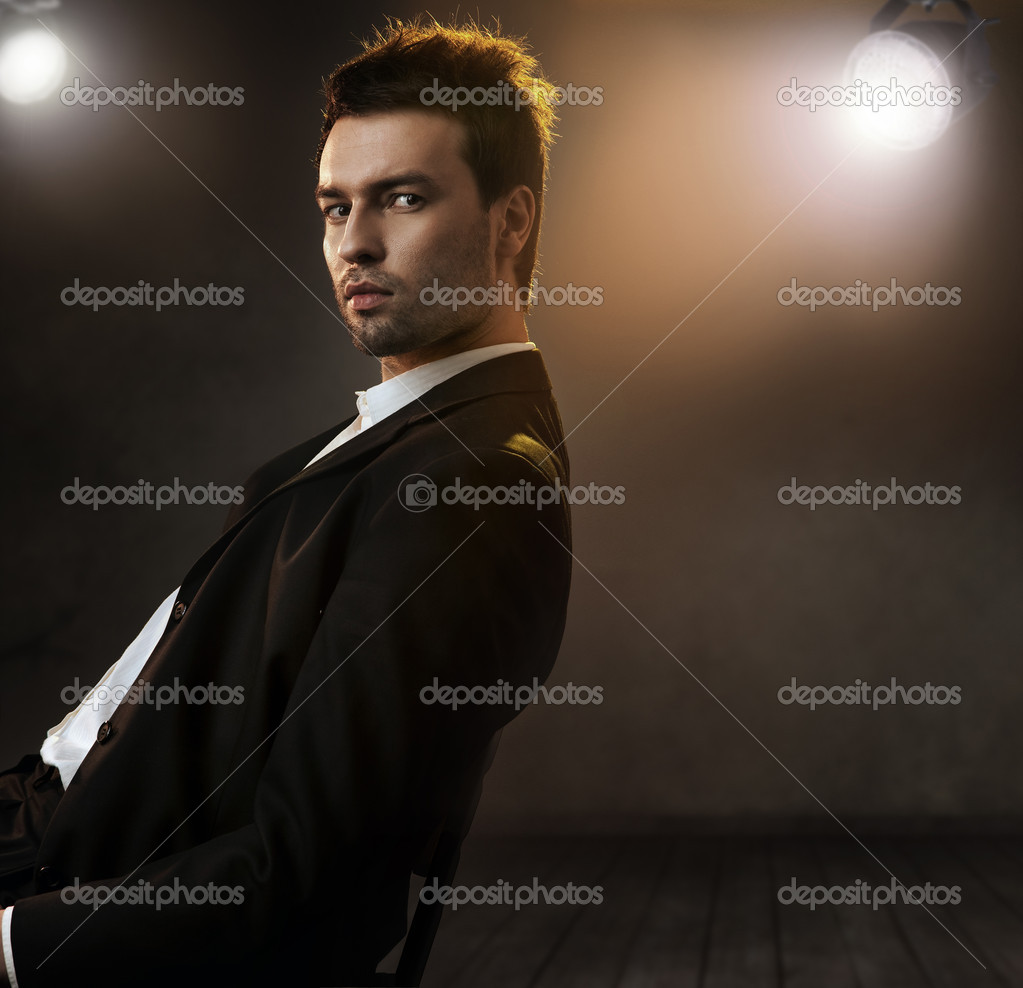 Gorgeous fashion style photo of an elegant man — Stock Photo #4897244