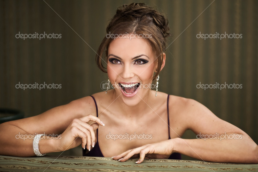 Portrait of a pretty young woman smiling — Stock Photo #4964027