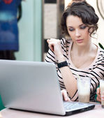 Young beautiful girl working on laptop — Stock Photo