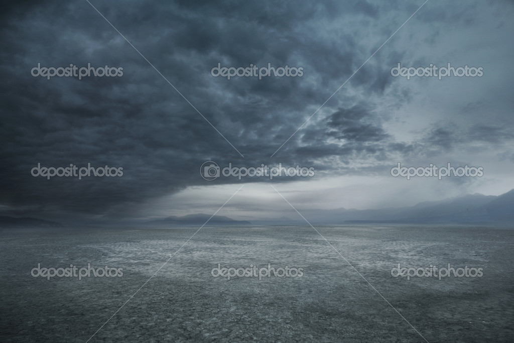 Stormy weather and dark clouds — Photo #5002032