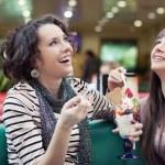 Two women enjoy a coffee break — Stock Photo