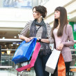 Attractive girls in shoppingcenter — Stock Photo