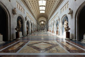 Museo del vaticano interior mayor de italia en roma — Foto de Stock
