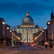 The magnificent evening view of St. Peter's Basilica in Rome — Stock Photo