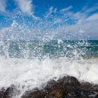 The waves breaking on a stony beach — Foto Stock
