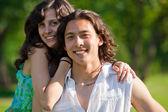 Um casal de amantes no parque — Foto Stock