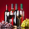 Bottles, glasses and grapes - Foto Stock