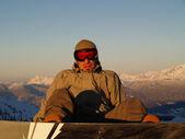 Snowboarder sitting — ストック写真