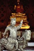 Estatua budista templo custodio — Foto de Stock