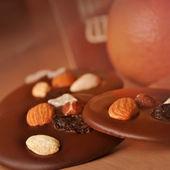 Ciasto czekoladowe z orzechami — Zdjęcie stockowe