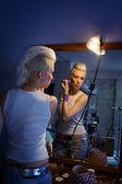 Beautiful girl doing makeup — Stock Photo
