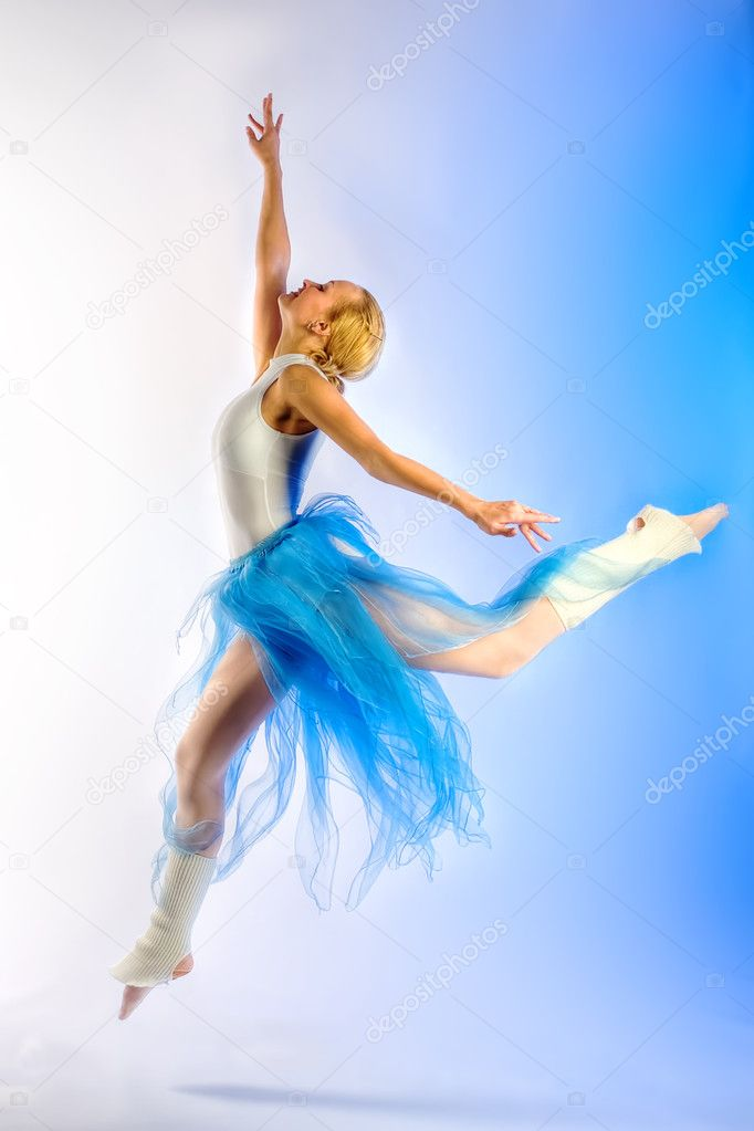 The girl the dancer on rehearsal — Stock Photo #3312904