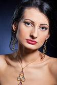 Elegant beautiful woman wearing jewelry. — Stock Photo
