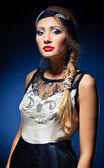 Atraktivní retro styl dívka v kapoty — Stock fotografie