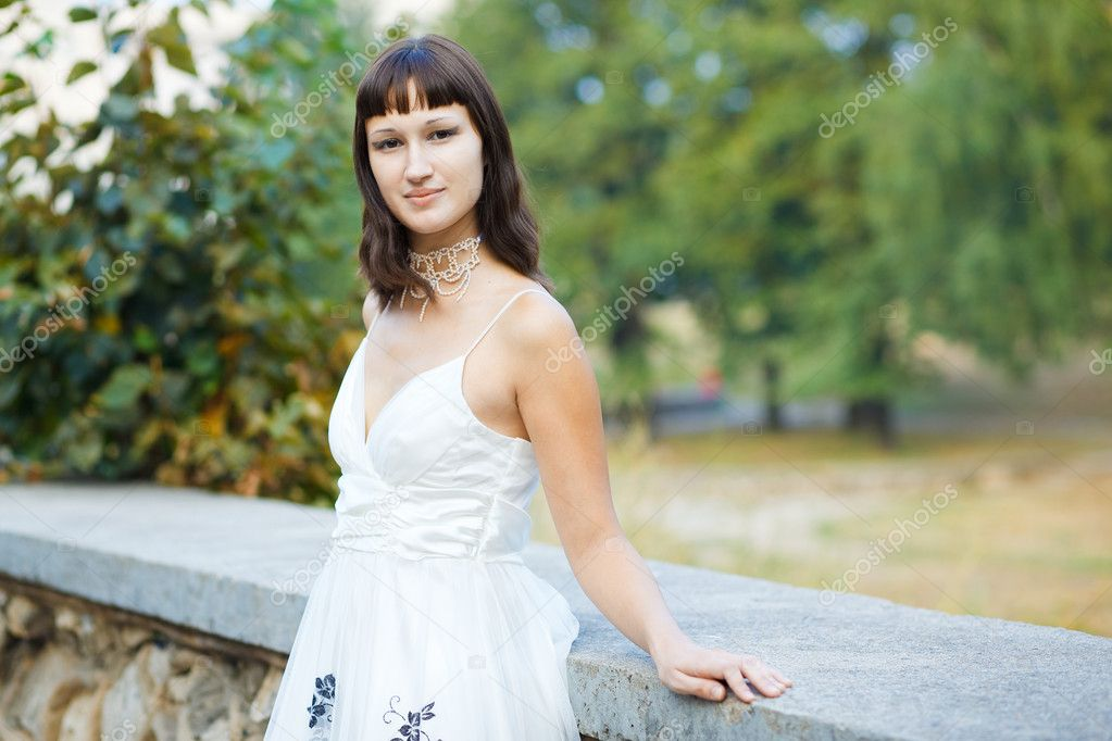 Portrait of naturally beautiful woman in her twenties, shot outside in natural sunlight — Stock Photo #3732302