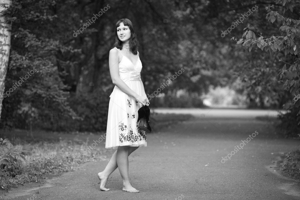Portrait of naturally beautiful woman in her twenties, shot outside in natural sunlight — Stock Photo #3732346
