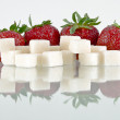 Strawberries and sugar — Stock Photo #3350860