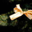 Gold christmas bow on fur-tree — Foto de Stock
