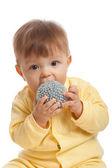 Liten pojke äta leksak — Stockfoto