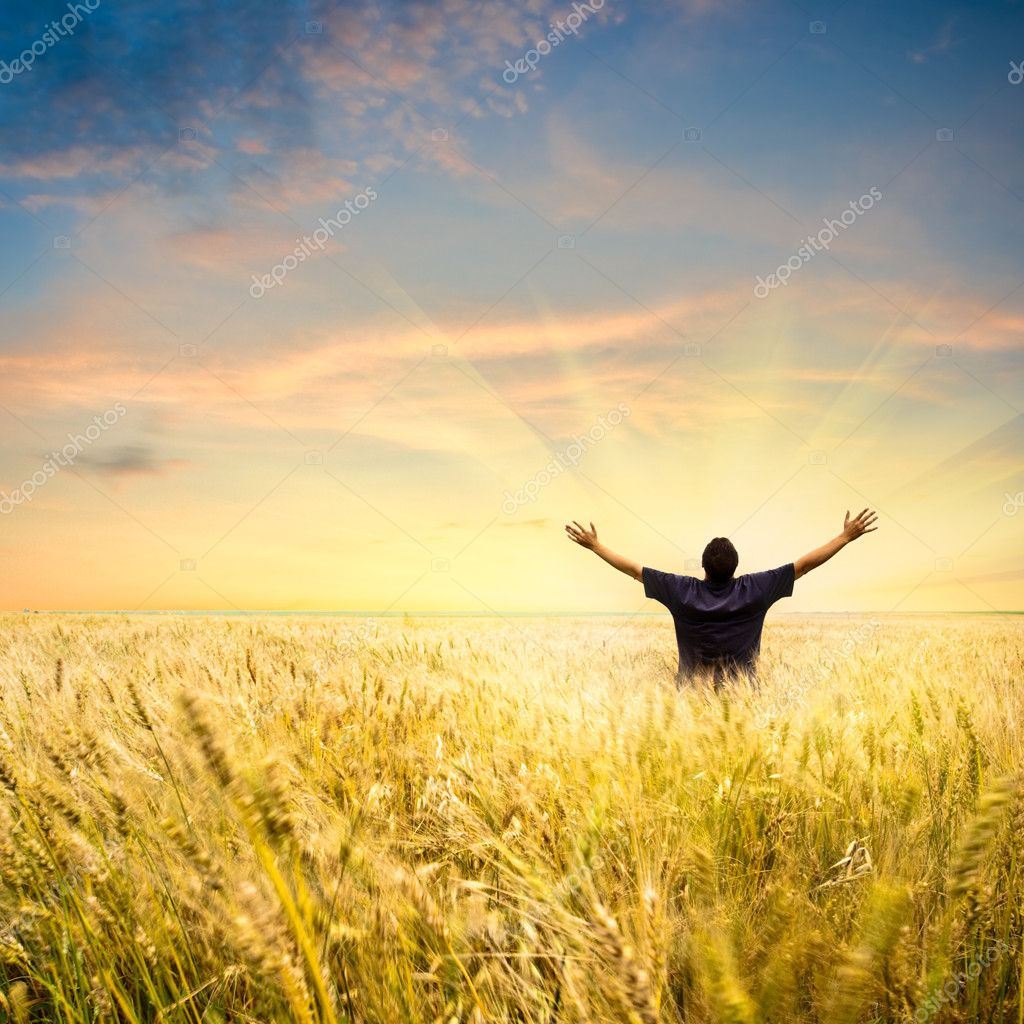 Man in wheat field joying sunset — Stock Photo #3482417