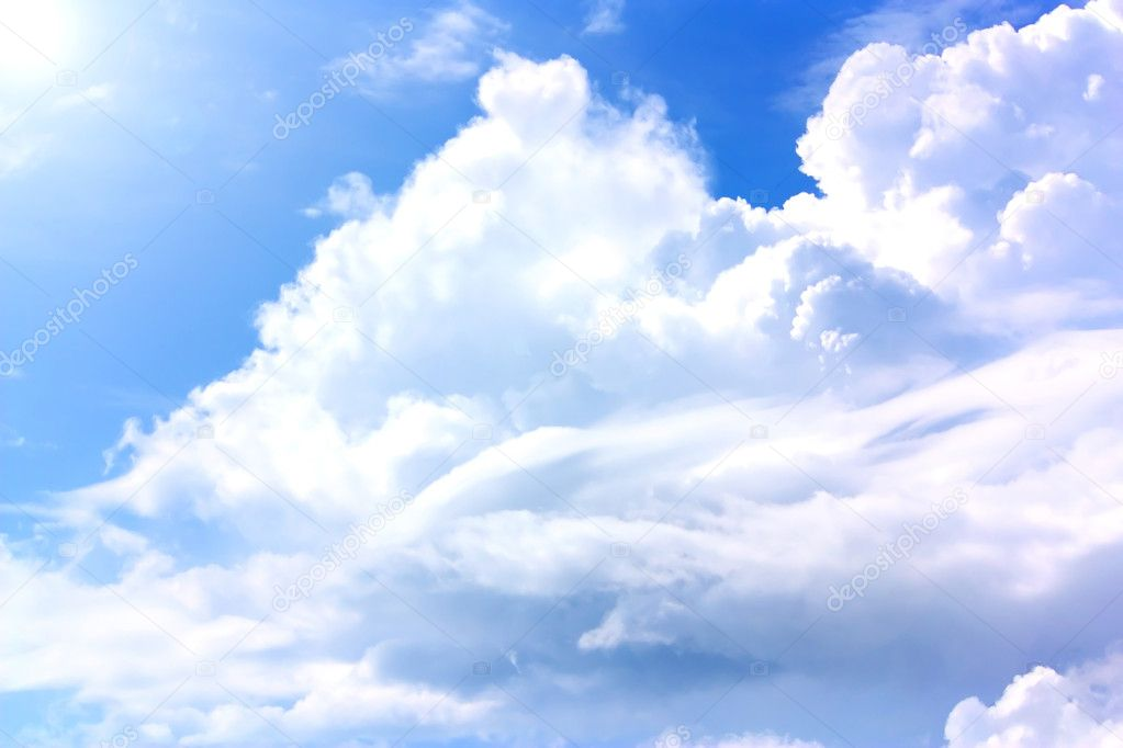 The blue sky and clouds in a summer day — Stock Photo #3738675